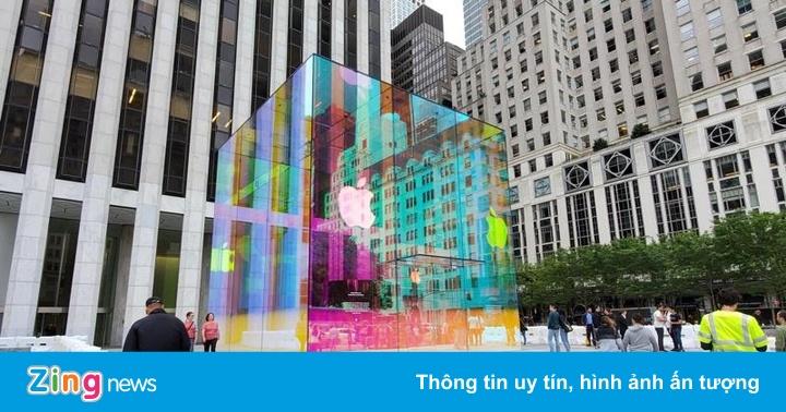 Bên trong Apple Store lớn nhất thế giới vừa mở cửa trở lại