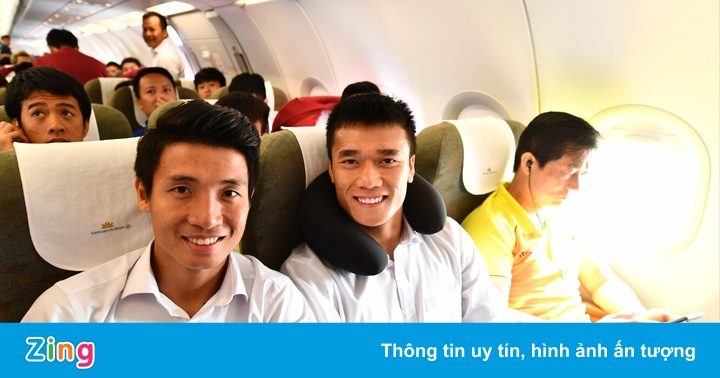 Bên trong chuyến bay chở cầu thủ Olympic Việt Nam rời ASIAD