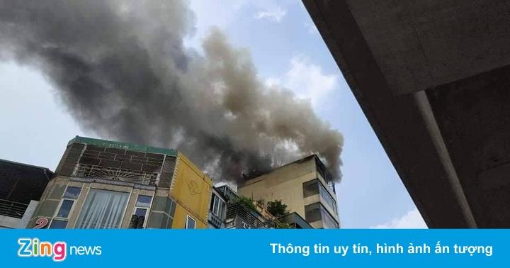 Cháy ở tòa nhà cao 9 tầng do gia chủ đốt vàng mã