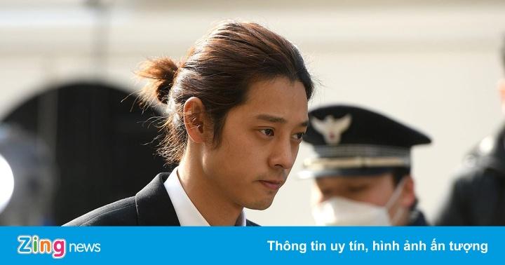 Cảnh sát xin lệnh bắt giữ Jung Joon Young vì nhóm chat sex bệnh hoạn với Seungri