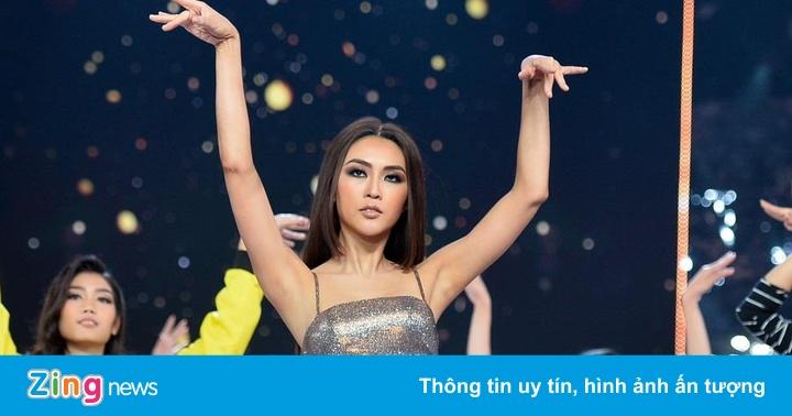Dàn thí sinh Hoa hậu Hoàn vũ mặc ôm sát tôn dáng đi tổng duyệt