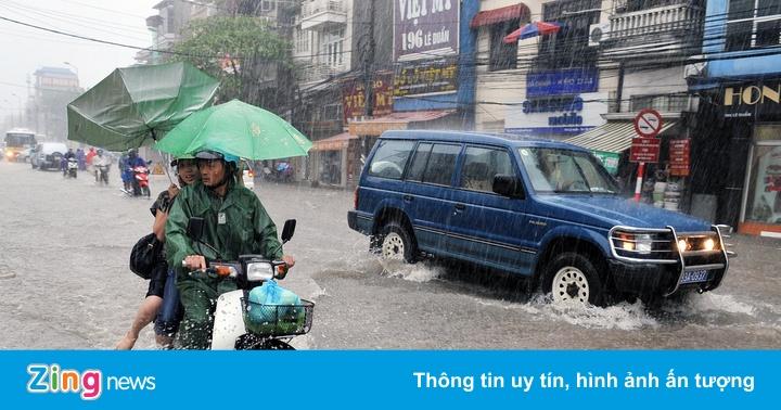 Mưa dông trên đất liền, thời tiết xấu ở Biển Đông nhiều ngày tới