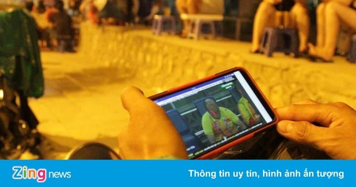 Muôn kiểu cổ vũ, xem bóng đá của cổ động viên Việt Nam