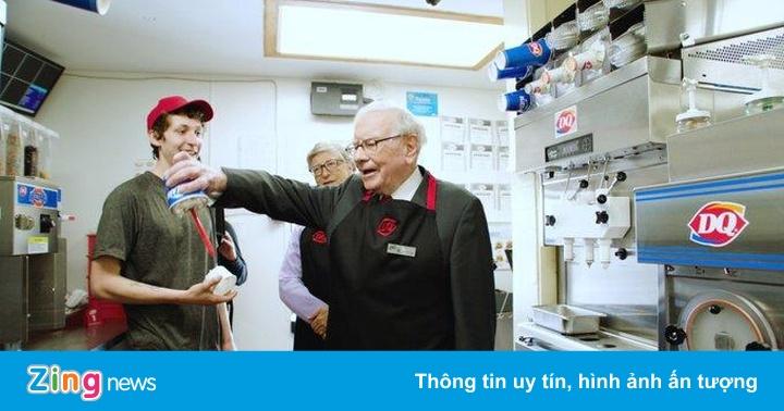 Bill Gates và Warren Buffett cùng trải nghiệm làm nhân viên bán kem