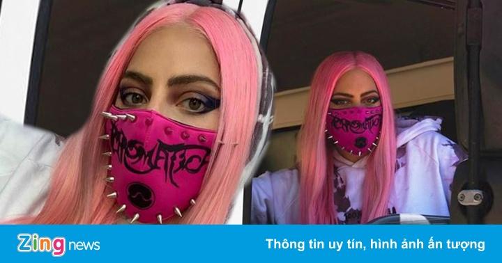 Lady Gaga đeo khẩu trang của NTK gốc Việt, đi xe tải giao album mới