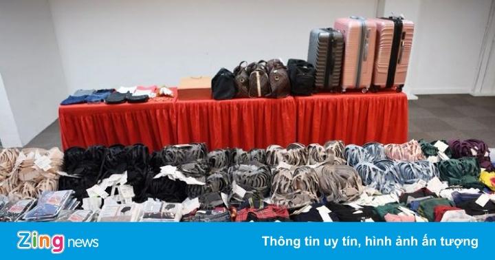 4 người Việt bị nghi dùng giấy bạc lừa máy chống trộm ở Singapore