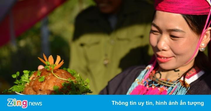 Người dân Bình Liêu trổ tài nữ công gia chánh tại hội hoa sở