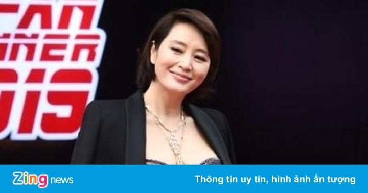 Hoa hậu Honey Lee, ''chị đại'' Kim Hye Soo mặc trễ nải trên thảm đỏ
