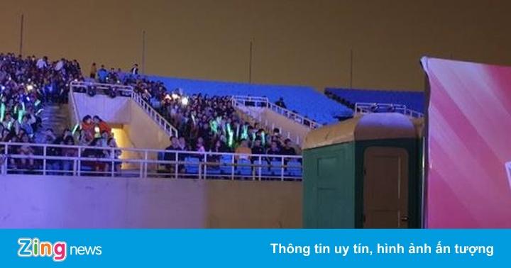 Sân Mỹ Đình trống khán giả, fan bức xúc vì ngồi gần nhà vệ sinh - aaa