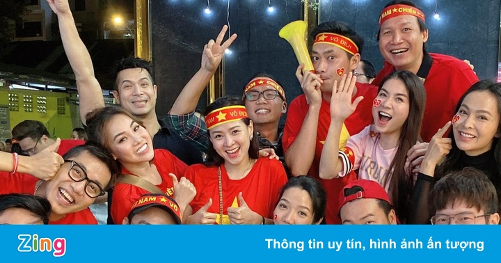 Vợ chồng Kha Ly, Minh Luân bỏ tiệc khi Văn Hậu ghi bàn thắng