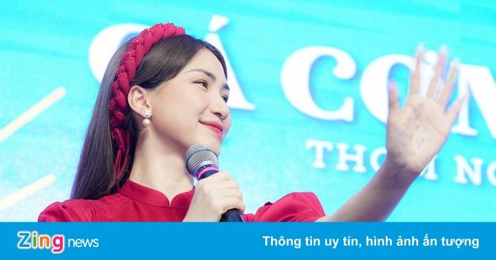 Hòa Minzy hát live ca khúc mới sắp ra mắt