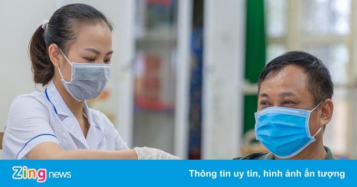 Hơn 6.000 người ở Hạ Long được tiêm vaccine Sinopharm
