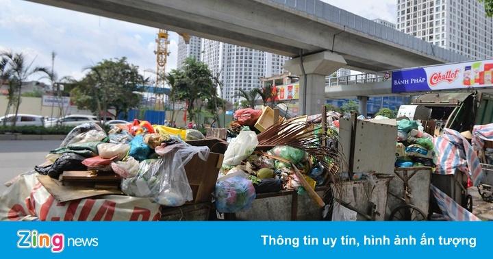 Hà Nội ùn ứ rác thải sau khi bãi rác Nam Sơn bị phong tỏa