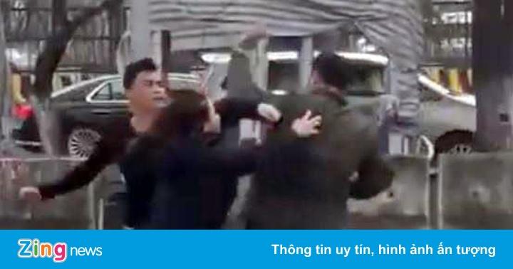 Phạt tiền, thu bằng hàng trăm tài xế bắt khách tại sân bay Nội Bài