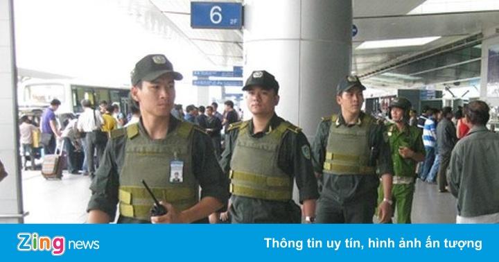 """""""Cò taxi"""" lăng mạ, phun nước bọt nhân viên an ninh sân bay Nội Bài"""