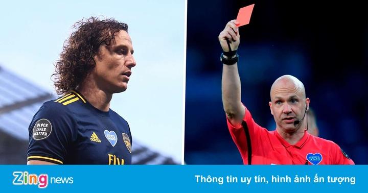 Tranh cãi, thẻ đỏ và cảm xúc trái chiều khi Ngoại hạng Anh trở lại
