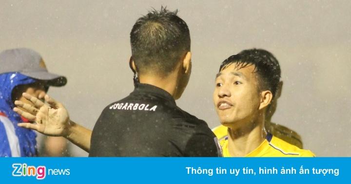 CLB Nam Định: 'Bóng vào lưới, họ còn móc ra được mà'