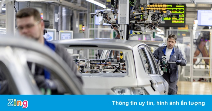 Nhiều hãng xe phải cắt giảm sản xuất vì thiếu chất bán dẫn