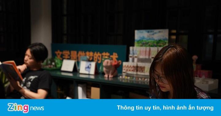 Hiệu sách Thượng Hải cung cấp dịch vụ ''bàn đêm khuya''