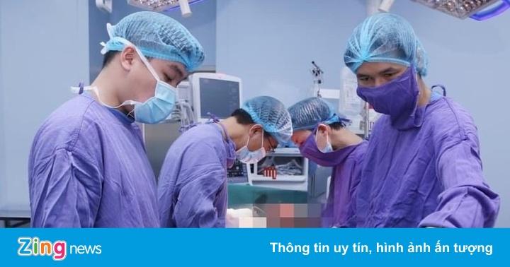 Người phụ nữ có khối u khổng lồ vắt từ vai xuống mông
