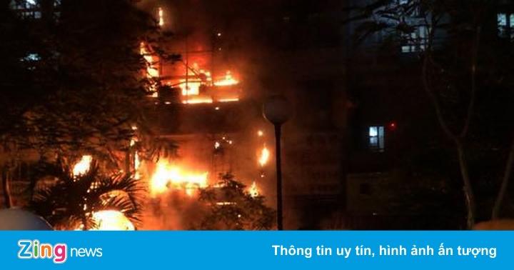 Nhà 5 tầng ở Sài Gòn cháy đỏ rực trong đêm
